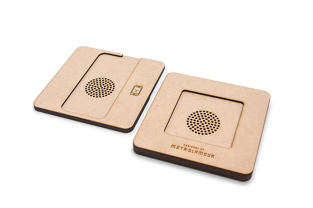 レーザー加工で制作した、iQi Mobile Charger 収納ケースの上蓋と底面のデザイン