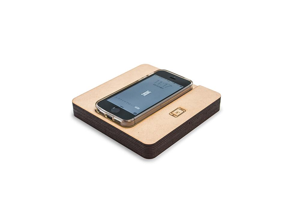 レーザー加工で制作したiQi Mobile Charger専用ケース